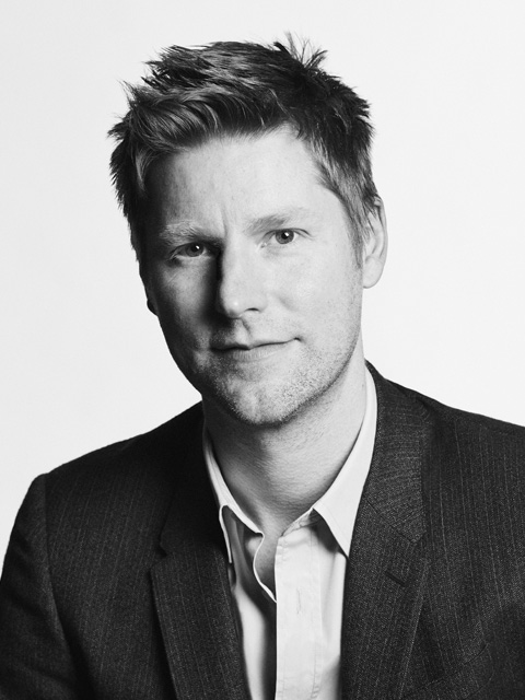 Christopher Bailey to leave Burberry tribute